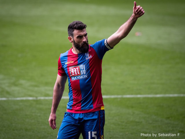 Jedinak thumbs up